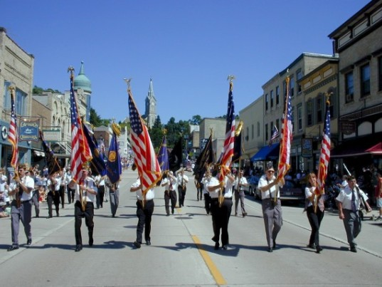 American-Independence-Day-Parade-570x428