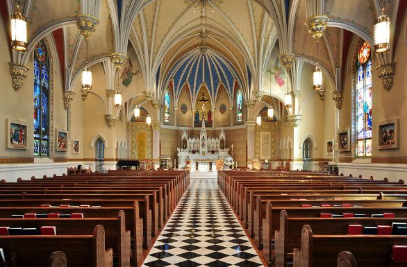 1280px-Interior_of_St_Andrew's_Catholic_Church_in_Roanoke,_Virginia