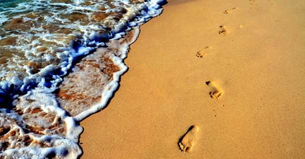 12355-Footprints_Beach.1200w.tn